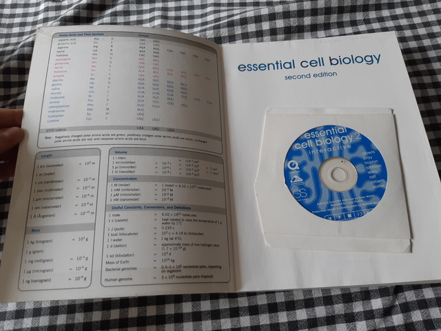 9780815334811-Essential-Cell-Biology-%5BWith-WCDROM%5D